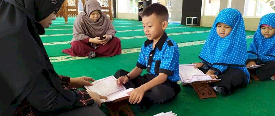Suasana belajar di SD Islam Cendekia Makassar.