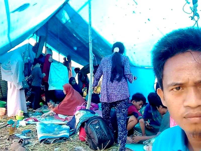 Bantu Dirikan Tenda Pengungsi, Ketua DPC Gelora Malunda: Pengungsi butuh Layanam Medis dan Makanan