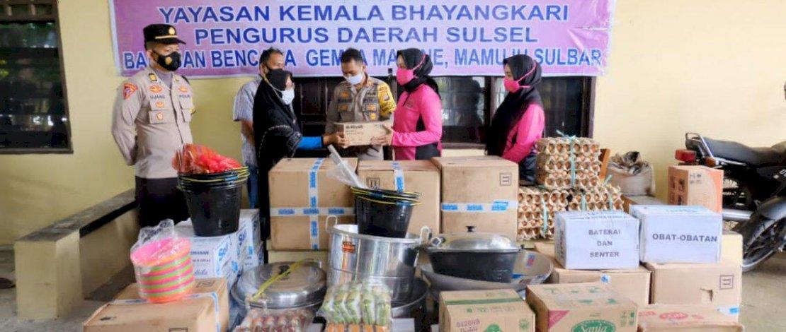 Bantuan Bhayangkari Polda Sulsel untuk korban gempa Sulbar.