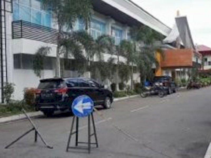 KPK Geledah Kantor Dinas PU Sulsel, Dijaga Polisi Bersenjata Lengkap