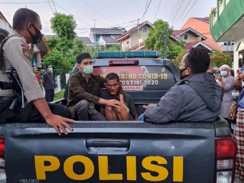 Pemukul Imam Masjid Menyusup saat Qunut Salat Subuh