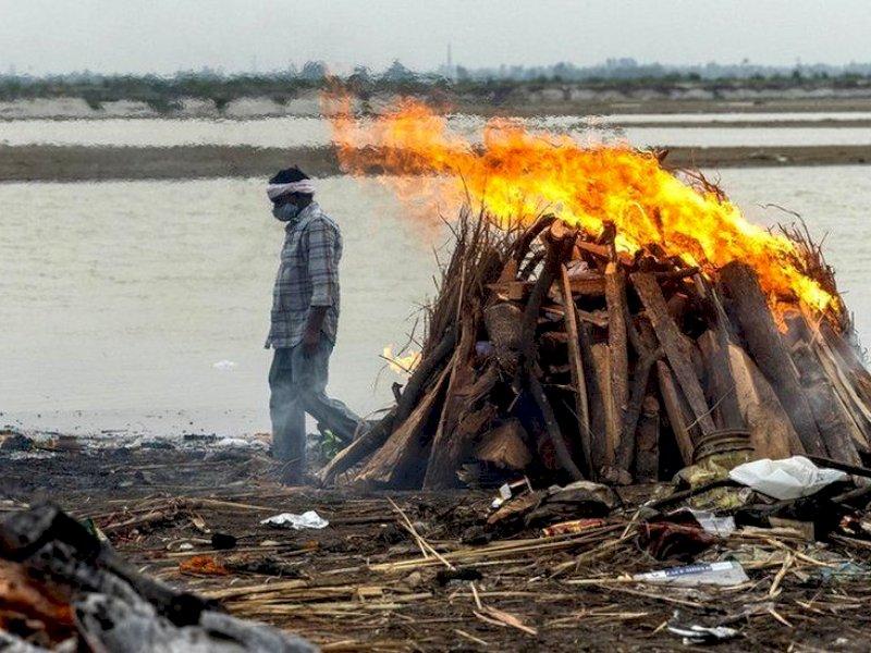 Puluhan Mayat Ditemukan di Tepi Sungai Gangga, Diduga Korban Covid