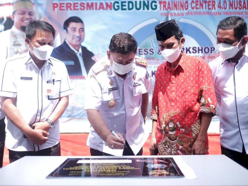 Wakili Plt Gubernur, Abdul Hayat Resmikan Gedung Training Center 0.4 Nusantara