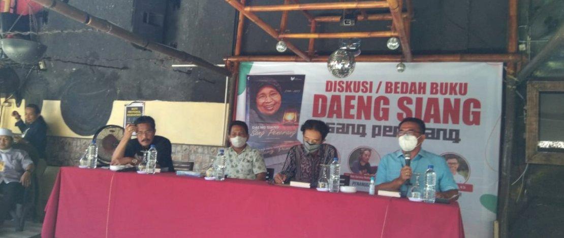 "Suasana bedah buku ""Daeng Siang Sang Penerang"" di Kafe Tosis, Jl Tun Abdul Razak, Gowa, Sulsel, Selasa, 14 September 2021."