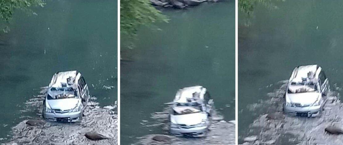 Avanza terjun ke sungai di Sinjai. Enam korban tewas.
