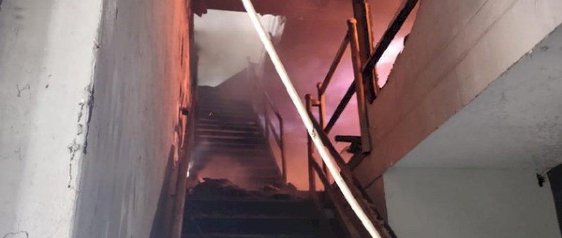 Ruko terbakar di Jl Nusantara, Makassar.