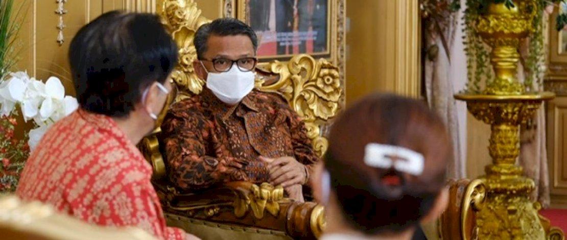 Nurdin Abdullah dalam sebuah pertemuan di rujab Gubernur Sulsel.
