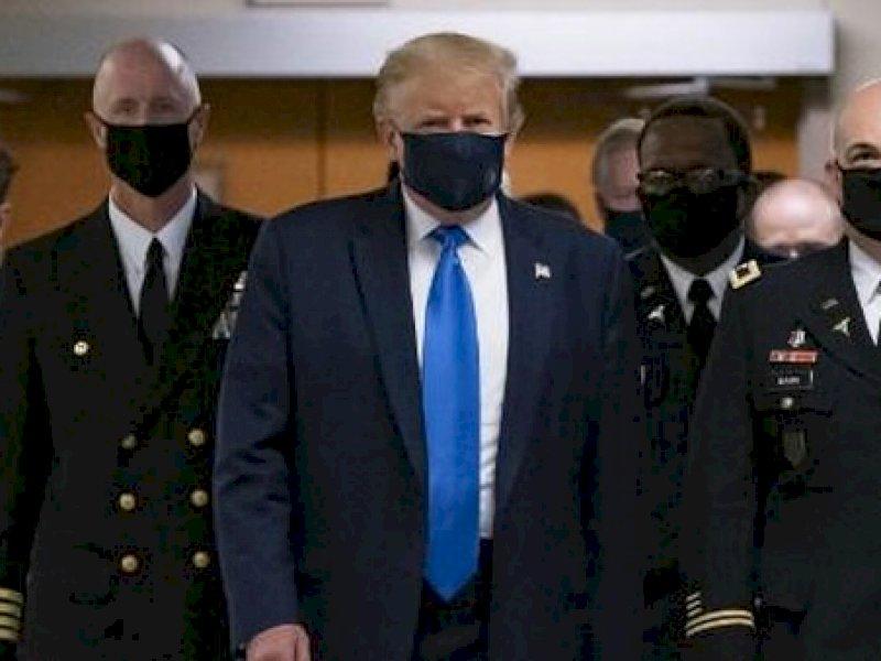 Ini Alasan Trump Memakai Masker untuk Pertama Kalinya