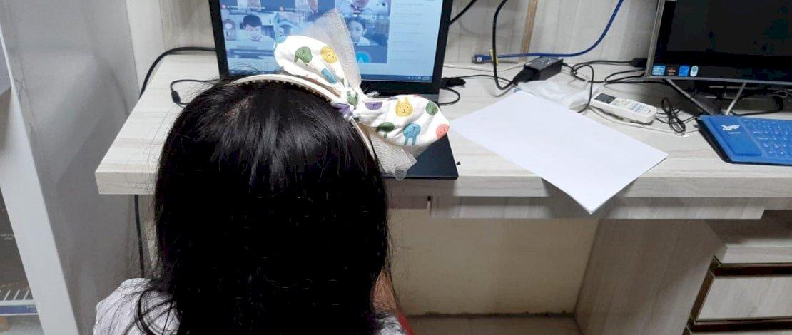 FOTO: Siswa di Makassar Ikuti Ujian Akhir Sekolah Via Daring